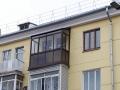 Балкон с крышей и окна со шпросами