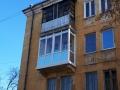 Застекленный балкон с распашными створками