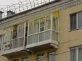 Балкон с полукруглой крышей из поликарбоната
