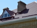 Крыша из металлочерепицы (окно для выхода на крышу)